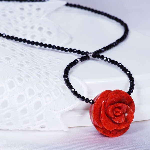 特別奉仕品 珊瑚ばら彫刻 ブラックスピネルデザインネックレス