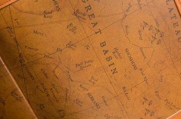 開拓者精神を駆り立てるオールドマップの内装