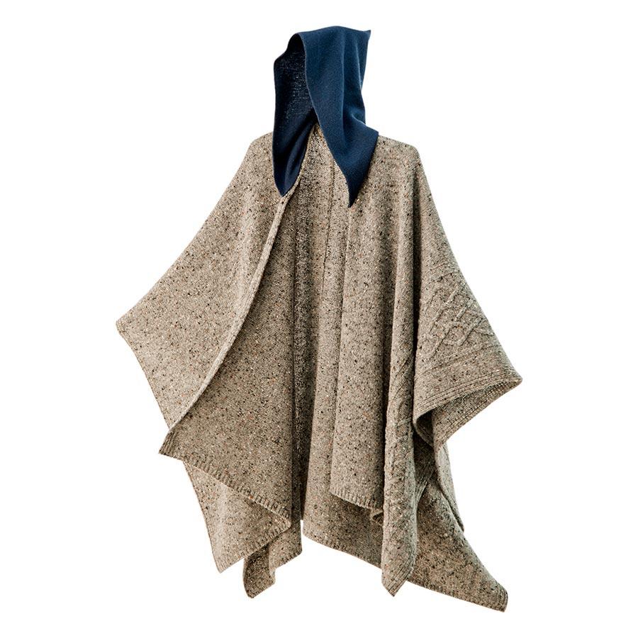【ニットポンチョmino】winter yukinko-tate ブラウン フリーサイズ ウール / 長方形のニット地の中心から縦にスリットを入れた羽織りタイプのフード付きポンチョです。[送料無料]