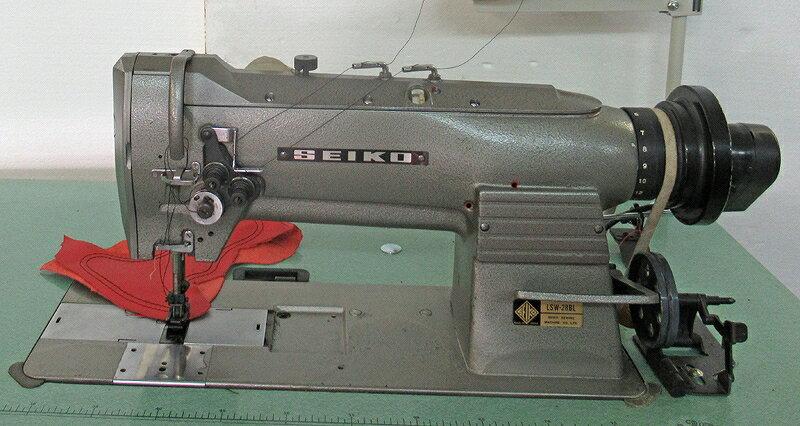 【中古】 セイコー SEIKO 日本製中古SEIKOミシン モデルNOーLSW-28BL型 1 3/8インチ「35mm」2本針総合送りミシン頭部のみ。