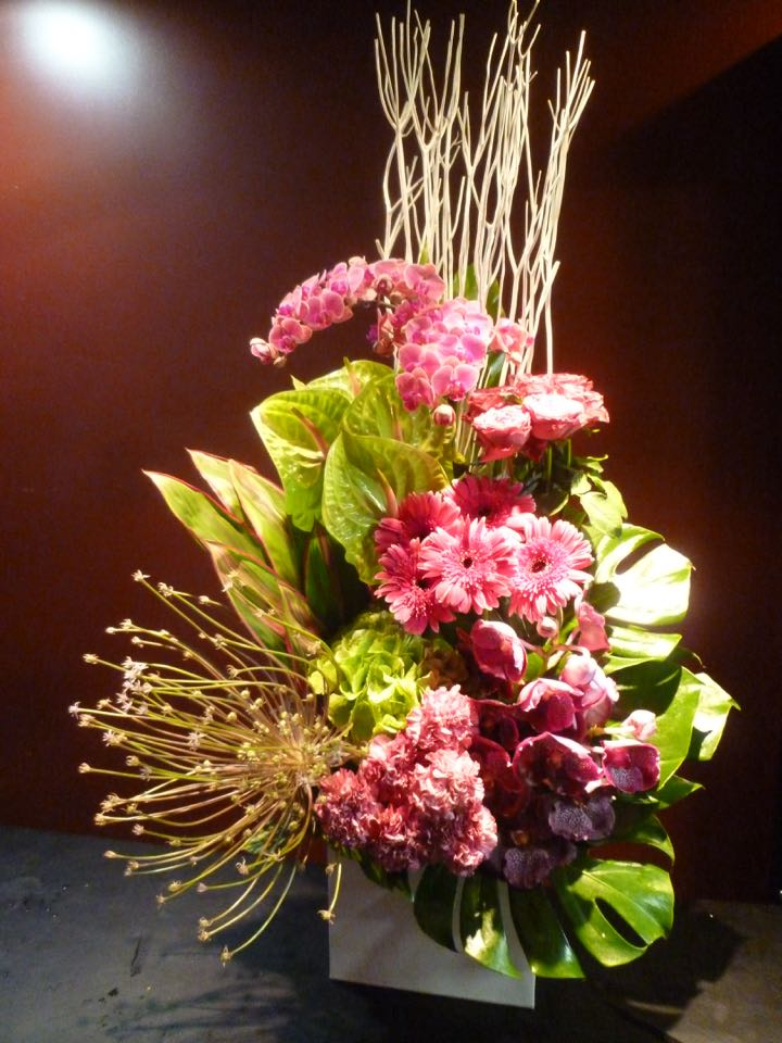 卒業式 入学式 演台装花 御祝開店祝 周年祝 新築祝 就任祝 退職祝Mobbs モブス胡蝶蘭 アリウムシュベルティー 三又 バンダ
