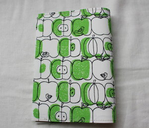 【メール便OK】かわいい 水玉・ドット柄・布製 布生地ブックカバー 文庫版 本・サイズ TOCONUTS/トコナッツ 可愛プリント生地 差し込むだけの簡単セット 厚さ1.5cm程度可能 りんご