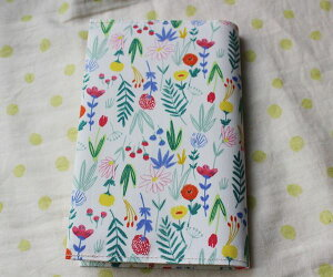【メール便OK】ブックカバー 新書判サイズ TOCONUTS/トコナッツ 可愛いプリント生地 手軽に使える差し込むタイプ (厚さ1.5cm、300ページ程度にも対応)ペンタッチ風の可愛いお花柄