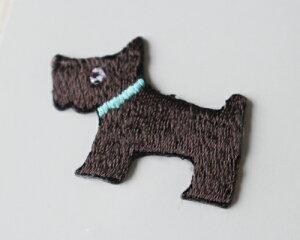 【メール便・ポスト投函便OK】 アイロンワッペン&シールワッペン(両方兼ねてます)布生地やノートや手帳に貼れる可愛い刺繍のワッペン(パッケージの台紙サイズ85×53mm)犬 水色首輪