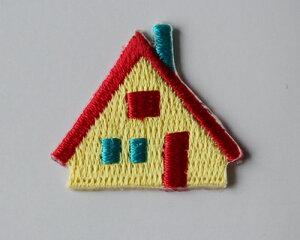 【メール便・ポスト投函便OK】 SW-02/N アイロンワッペン&シールワッペン(両方兼ねてます)布生地やノートや手帳に貼れる可愛い刺繍のワッペン(パッケージの台紙サイズ85×53mm)お家・赤