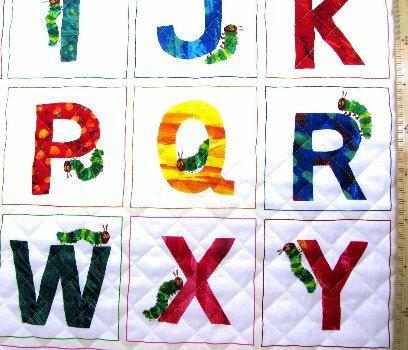 <Qキャラクター・キルティング生地>はらぺこあおむし(エリック・カール)(カラフル)#10(1パネル58)【キルティング】【キルト】【キャラクター】【キルティング生地】【布】