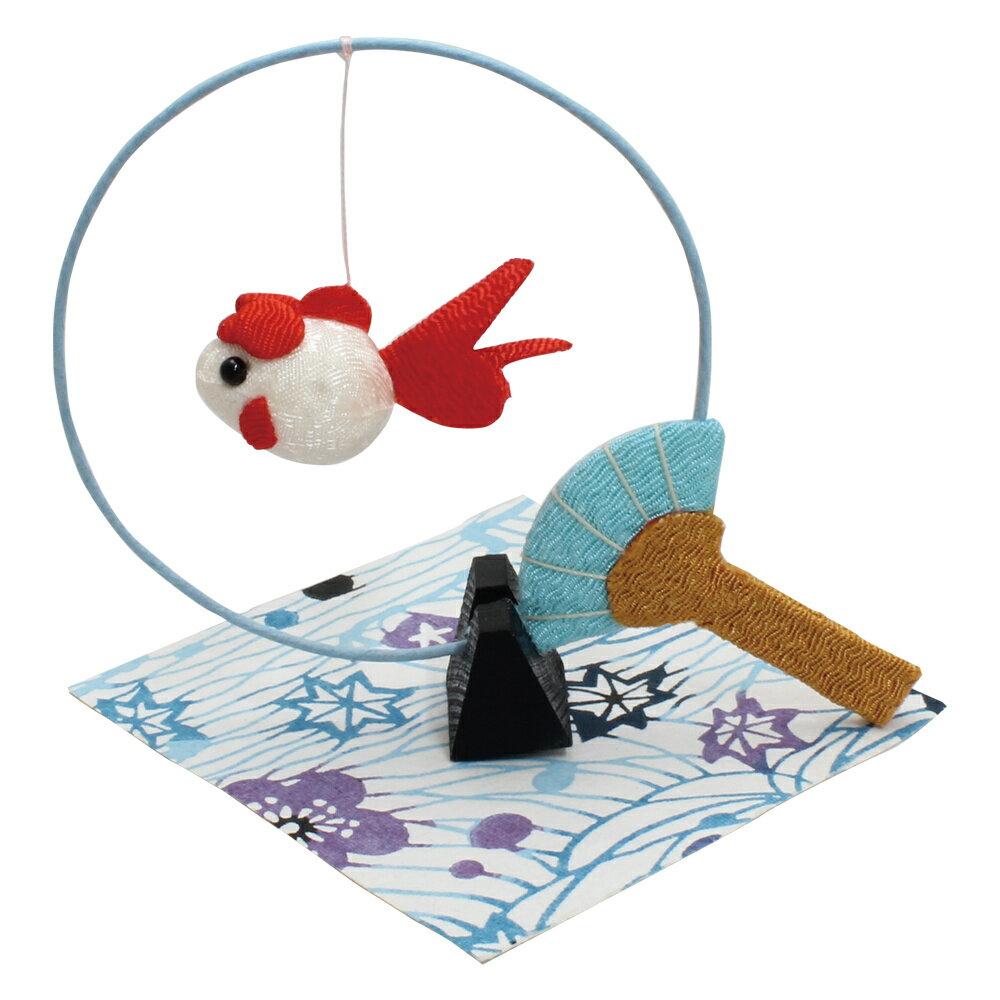 「卓上うちわモビール金魚 赤 敷物付」手作りちりめん細工 夏の風物詩 置物 人形 和みの和雑貨