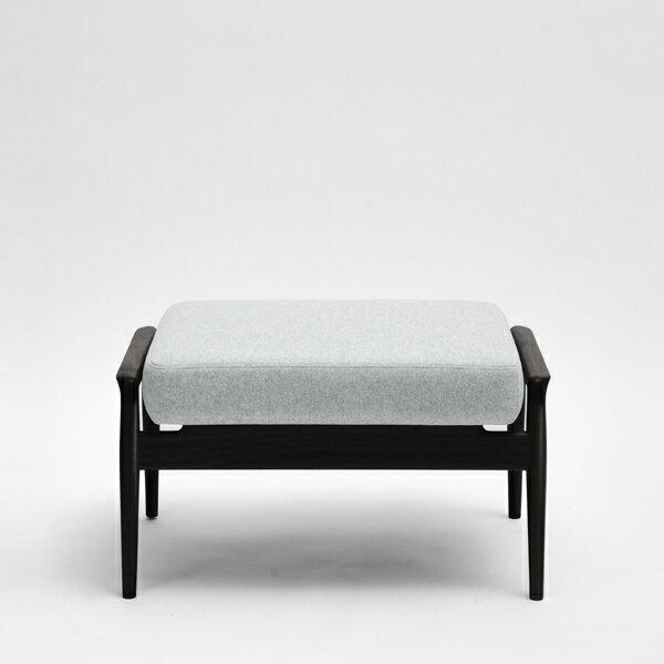 国産ソファ 1P 1人用 布張り ソファ フットスツール 椅子コチ オットマン オーク(無垢材ブラックウレタン仕上げ)座面:ファブリック/本革サイズ:W70×D48×H39cm座面サイズ:W61×D48cm※木種、張地ランクによって金額が異なります