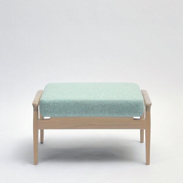 国産ソファ 1P 1人用 布張り ソファ フットスツール 椅子コチ オットマン オーク(無垢材ウレタン仕上げ)座面:ファブリック/本革サイズ:W70×D48×H39cm座面サイズ:W61×D48cm※木種、張地ランクによって金額が異なります