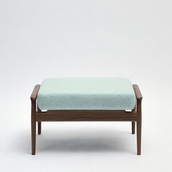 国産ソファ 1P 1人用 布張り ソファ フットスツール 椅子コチ オットマン ウォールナット(無垢材ウレタン仕上げ)座面:ファブリック/本革サイズ:W70×D48×H39cm座面サイズ:W61×D48cm※木種、張地ランクによって金額が異なります