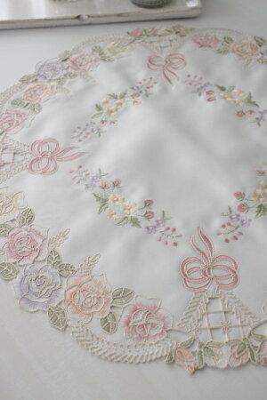 上品なリボン&ローズ刺繍がエレガント♪♪【ラウンドドイリー45cm】円形ドイリーセンター敷物布製リボンモチーフヨーロピアンギフト贈り物