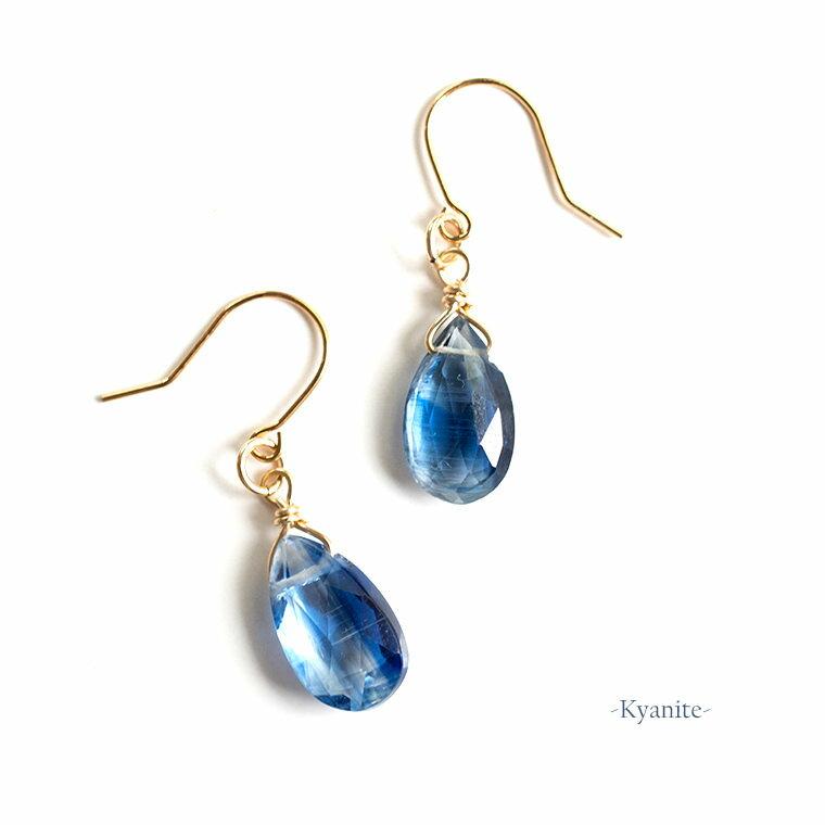 半透明藍晶石 カイヤナイトの14KGFピアス 独立心や探究心を強める 冷静さを取り戻す手助けにも物事を明確にするという性質を持つ