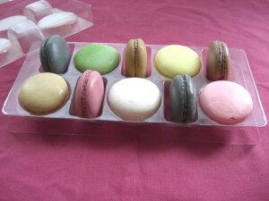 【送料無料】イタリア生まれのフランス育ち、お口に広がる上品な甘みが美味しいマカロン。1粒で至福の時が味わえます。ギフトケース10個
