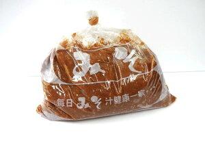 【送料無料】「こだわり味噌」杉樽でじっくり1年熟成発酵した越後みそ、菌が生きているみそ。2キログラム【角兵衛】