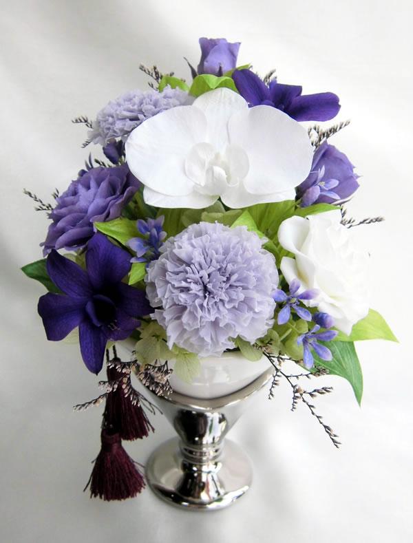 仏花ケース入り紫色の偲(おもい)胡蝶蘭とラヴェンダーカラーのマリーゴールド【RCP】