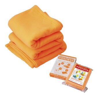 非常用圧縮毛布 (AM-001) 持出袋に入れられるA4サイズと、ふわふわの質感にこだわった非常用圧縮毛布。オレンジ色なので救助サインとしても利用できます