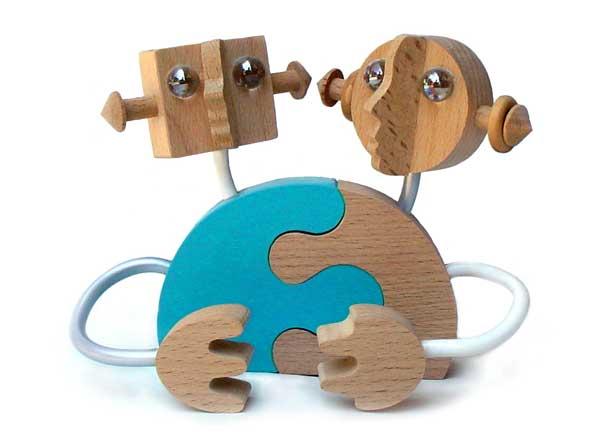 【名入れ可】ロボットのカップル(飾って楽しい木のおもちゃ 夫婦円満の波動がこもっています。) 日本製 2歳 3歳 4歳 5歳 6歳 7歳 8歳 9歳 10歳 誕生日ギフト 男の子 女の子 恋人おもちゃ 夫婦 記念日 木工職人手作り 型はめ 置物 親子 木育 家族