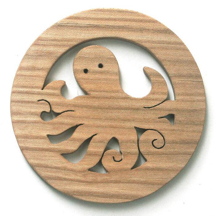 【名入れ可】このタコ野郎 遊び心いっぱいの木のコースター 木のおもちゃ 実用的 おもしろ積み木 国産材 バリアフリー 木工職人手作り お使いもの 木育 家庭 おしゃれなカフェ ショップ 赤ちゃん おもちゃ 木育 安全 安心 日本製 coaster