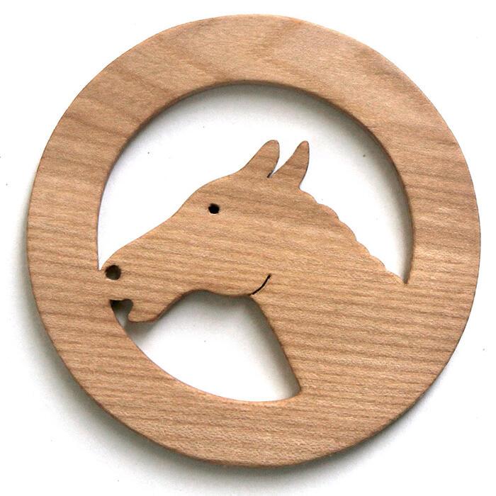 【名入れ可】颯爽と駆け抜ける馬 遊び心いっぱいの木のコースター 木のおもちゃ 実用的 おもしろ積み木 国産材 バリアフリー 木工職人手作り お使いもの 木育 家庭 おしゃれなカフェ ショップ 赤ちゃん おもちゃ 木育 安全 安心 日本製 coaster