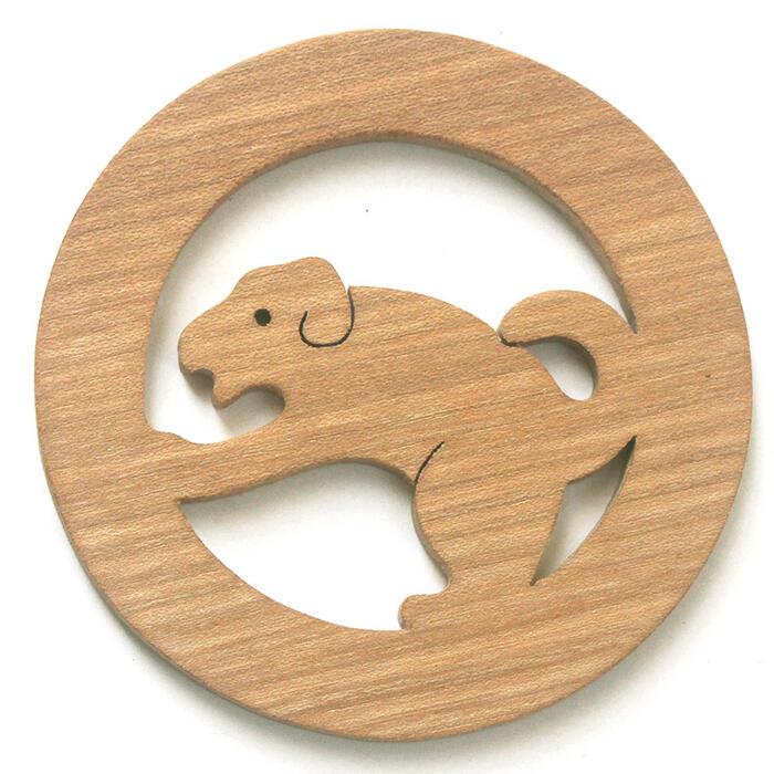 【名入れ可】●愛らしい犬 遊び心いっぱいの木のコースター 木のおもちゃ 実用的 おもしろ積み木 国産材 バリアフリー 木工職人手作り お使いもの 木育 家庭 おしゃれなカフェ ショップ 赤ちゃん おもちゃ 木育 安全 安心 日本製 coaster