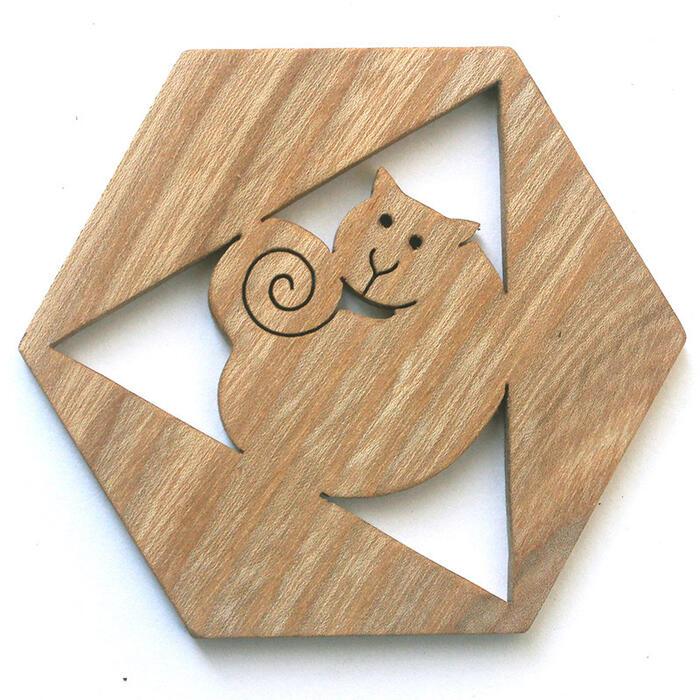 【名入れ可】●六角ねこ 遊び心いっぱいの木のコースター 木のおもちゃ 実用的 おもしろ積み木 国産材 バリアフリー 木工職人手作り お使いもの 木育 家庭 おしゃれなカフェ ショップ 赤ちゃん おもちゃ 木育 安全 安心 日本製 coaster