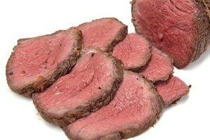 ローストビーフ用牛モモ肉(ネット巻き 約550g) ニュージーランド産ナチュラルビーフ 赤身肉の美味しさ満載【冷凍 不定貫3130円/kg(税別)で再計算】