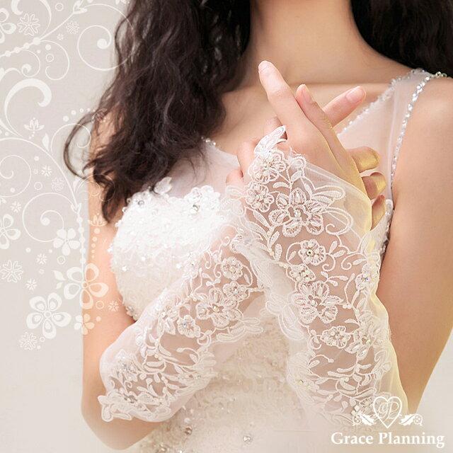 刺繍レースがゴージャスなフィンガーレスレースロンググローブ《オフホワイト》結婚式の花嫁にぴったりの指なしウエディンググローブ(GL071256)