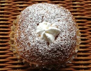 【あんこホイップ】デニッシュパンに北海道十勝産小豆のつぶあんと生クリームを詰めています