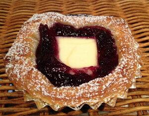 【ブルーベリー丸ごとチーズ】ブルーベリーソースとクリームチーズのデニッシュパン