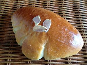 【くりーむぱん】自家製カスタード入りのクリームパン