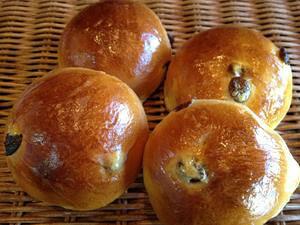 【レーズンロール】ラム種漬にしたレーズンたっぷり使用のロールパン(4個入り)