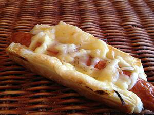 【【オニオンチーズデニッシュ】ソーセージと玉ねぎとチーズのデニッシュ生地の惣菜パン