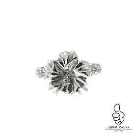 【送料無料】ハイビスカスのシルバーリング メンズレディース兼用 存在感のある花の指輪 ★可愛さとかっこよさを兼ね備えたデザインなので男性でも女性でも違和感なくお使いいただけます シンプルな服装にピッタリ