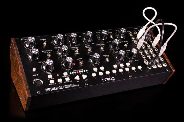 Moog Mother-32 新品 セミモジュラーシンセサイザー[モーグ][Moogerfooger][マザー32][Synthesizer,シンセサイザー]