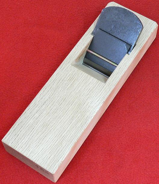■常三郎 春蘭 青鋼 ヒナ平鉋 押金付 白樫 42mm 5寸5分台 かんな