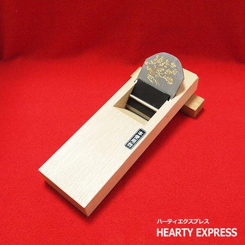 ■常三郎 松彫金が入った「五十年」鉋 青鋼白樫包堀 寸八 70mm 常三郎 仁王松