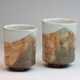 萩焼 秋実組湯呑 佳俊作 木箱入 Japanese ceramic Hagi-ware. Set of 2 shujitsu yunomi teacups made by keishun. Wooden box.