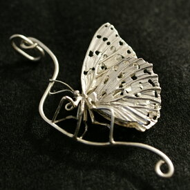 バタフライネックレス(ペンダントトップ付き)「休息をとるオオムラサキ(B)」銀で精巧に作られた蝶のペンダントネックレス。蝶ネックレス シルバーネックレス 蝶のネックレストップ