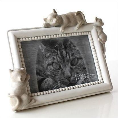 フォトフレーム 写真立て 写真たて おしゃれ かわいい 可愛い フォトスタンド 写真入れ 白 猫 ねこ ネコ 猫雑貨 置物 オブジェ 卓上 アンティーク風 モダン レトロ ホワイトキャットのフォトフレーム