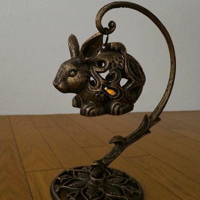 アイアン置物オブジェLEDうさぎキャンドルランタンキャンドルスタンドキャンドルホルダーろうそく立て蝋燭立てお香灯りLED付きアイアンウサギのランタン