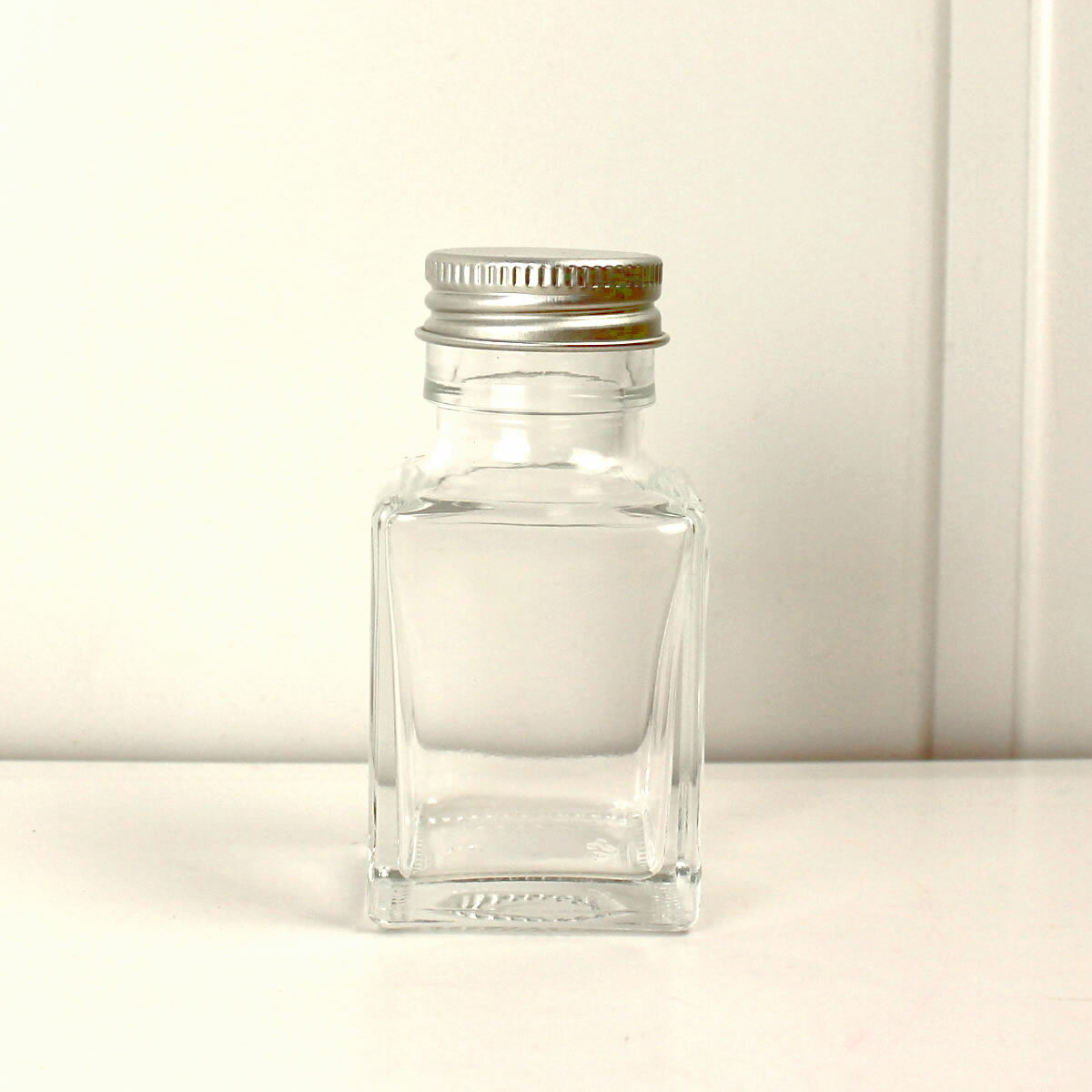 即日 ハーバリウム瓶 (角)50ml アルミ銀キャップ付《花資材・道具 ハーバリウム材料 ハーバリウム オイル》
