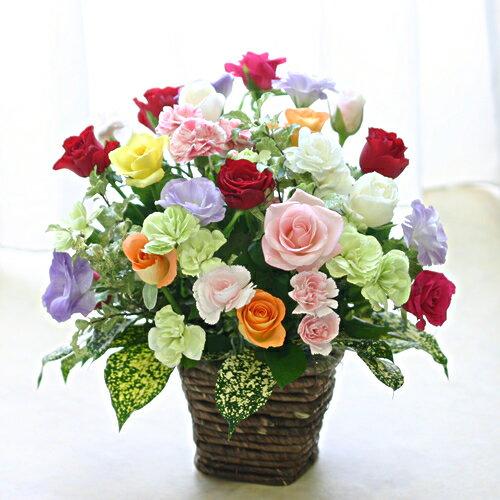 バラ15本と季節の花のフラワーアレンジメント(アレンジメントフラワー) 誕生日に薔薇をプレゼント【母の日 父の日 誕生日 発表会 記念日 お祝い 出産祝い 新築祝い 送別会 お見舞い】