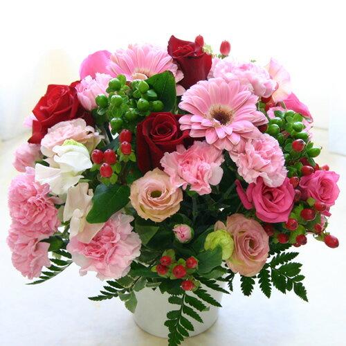 【フラワーアレンジメント】テーブル・トップ【誕生日や発表会、記念日のお祝いに/出産祝い、新築祝いに/送別会のプレゼントに/お悔やみ、お供えに/お見舞いの差し入れに/お礼・ご挨拶に】バラを中心にしたキュートなラウンドタイプのテーブルアレンジ