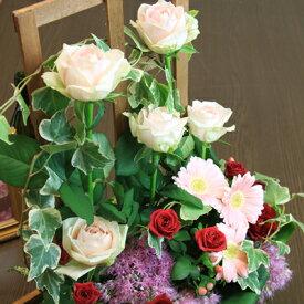 ピンクのバラが主役!高さのあるトレリスを使ったフラワーアレンジメント【誕生日や発表会、記念日のお祝いに/出産祝い、新築祝いに/送別会に/お見舞いに】【送料無料】【あす楽配送】