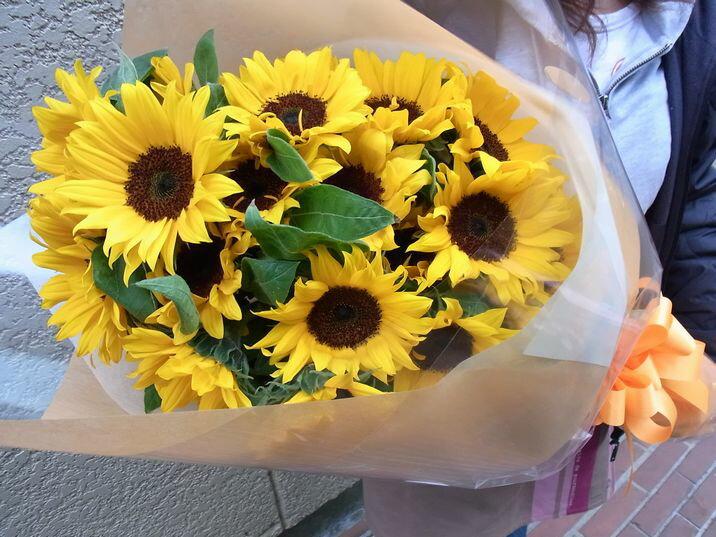 ひまわりのブーケお誕生日や母の日の贈り物に!ヒマワリ10本の花束【楽ギフ_包装】