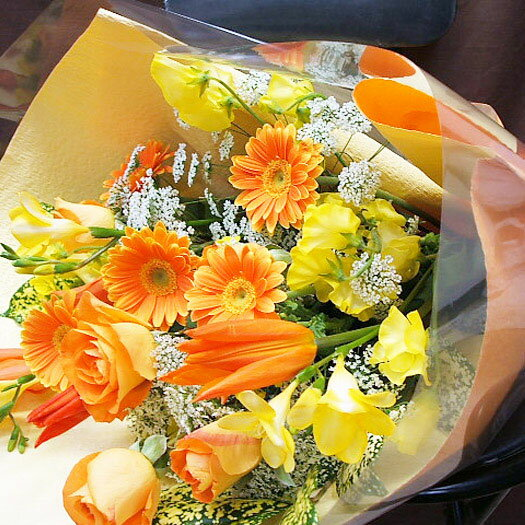 花束 あす楽 誕生日 花 本州は 送料無料 ビタミンカラー花束 送別会 歓迎会 退職 還暦祝い 古希 喜寿 米寿 金婚式 銀婚式 お祝い