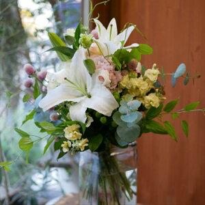 花束 フラワー 花 かわいい 誕生日 お祝 開店祝い プレゼント ユリ バラ トルコキキョウ 千日紅 ユーカリ ユリが印象的なさわやかな ブーケ 送料無料