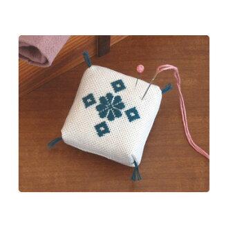 Rowing's Kit 8 pin cushion beige