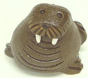 セイウチ子供 21A陶器 置物 動物 セイウチ トド 海象 walrus 海 哺乳類 魚 水族館 ハーレム インテリア オブジェ 雑貨 おしゃれ かわいい 贈り物 プレゼント ウルグアイ製