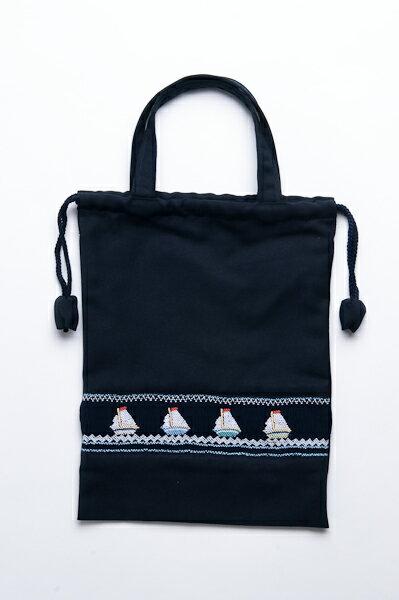 【手刺繍スモッキング】【ヨット柄】紺色布製:巾着バッグ【シューズケースやお着替え入れに人気!】日本製